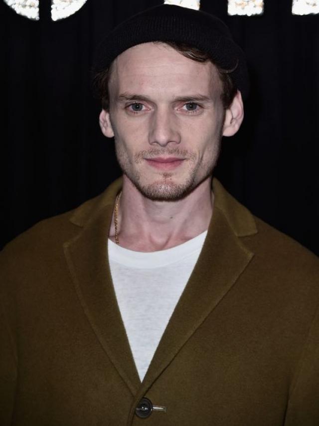 Актер одновременно работал еще над несколькими проектами, но сохранятся ли в этих фильмах отснятые с ним эпизоды, пока неизвестно.