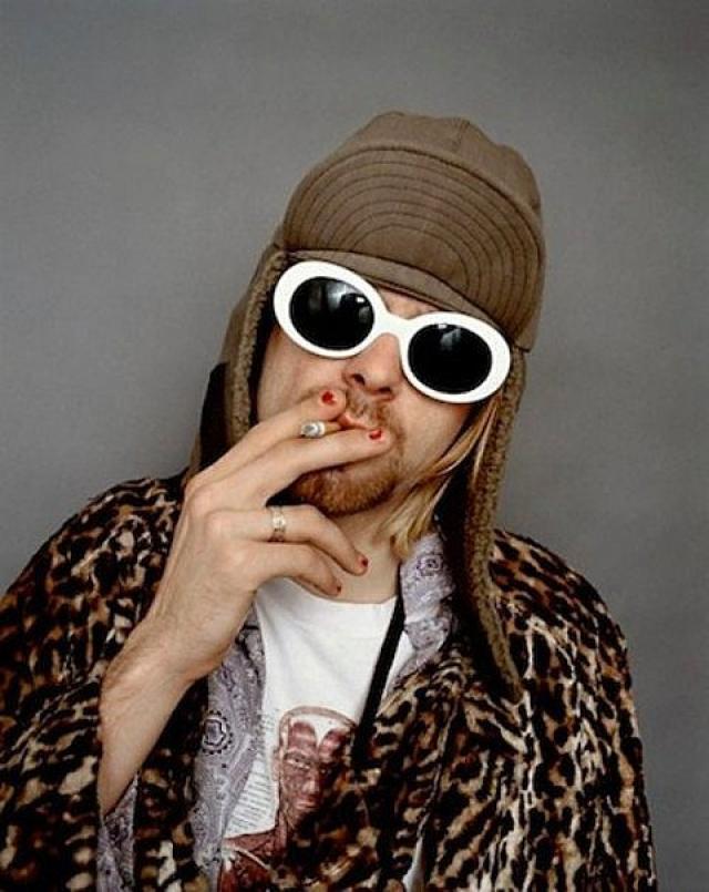 Фотограф Джесси Фроман незадолго до самоубийства Курта Кобейна запечатлел его в таком образе.