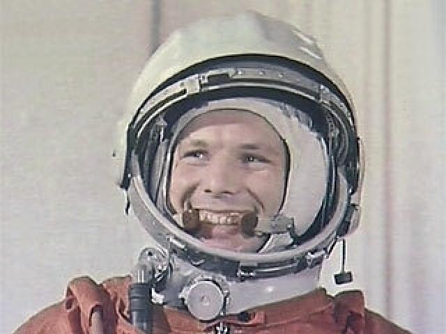 """Одна из самых бурно обсуждаемых тем, связанных с полетом Гагарина, - это надпись """"СССР"""" на шлеме космонавта. В этом вопросе нет окончательной ясности."""