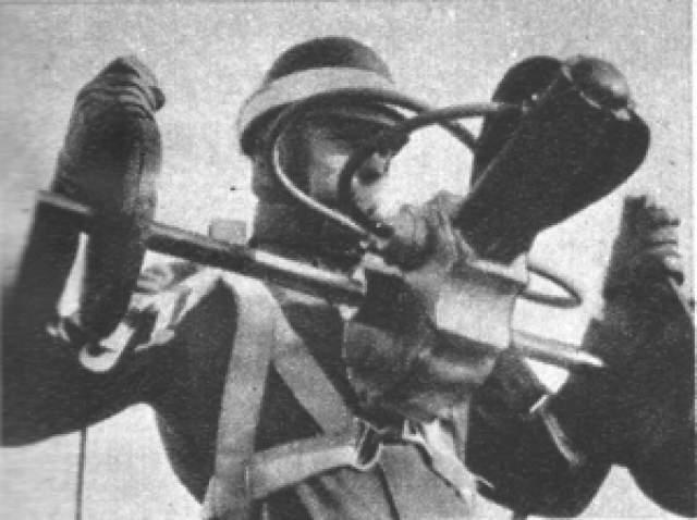 """Но на самом деле (и это выяснилось лишь 3 апреля) - все было розыгрышем. В издании без пометки """"шутка"""" написали, что пилот дышал в ящик, вызывая химическую реакцию, которая на углекислом газе питала маленький двигатель. А то, что углекислый газ не очень горючий - никого не смутило. Да и пилота на самом деле звали Отфрид Койчер, а не Эрих Кочер."""