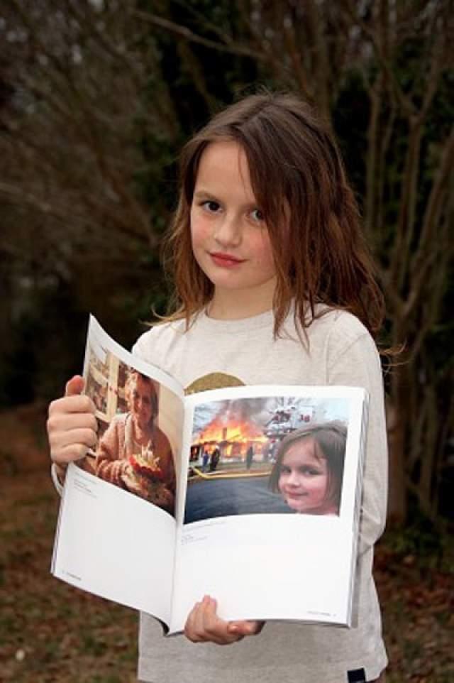 Сегодня Зои уже 18 лет, и свою фотографию она все еще встречает на просторах Сети, совершенно не стесняясь прошлого.