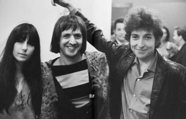Хотя они развелись в 1975 году, они оставались близкими друзьями всю жизнь, вплоть до смерти Сонни в 1998 году.