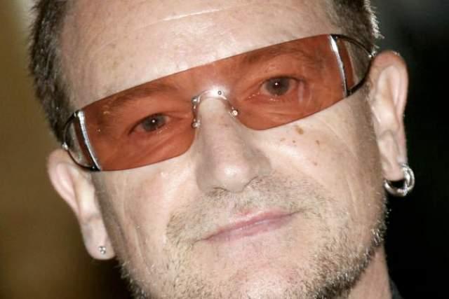 Боно. Очки с затемненными или оранжевыми стеклами - часть образа солиста группы U2. Но для него - это не модный аксессуар, а необходимость.