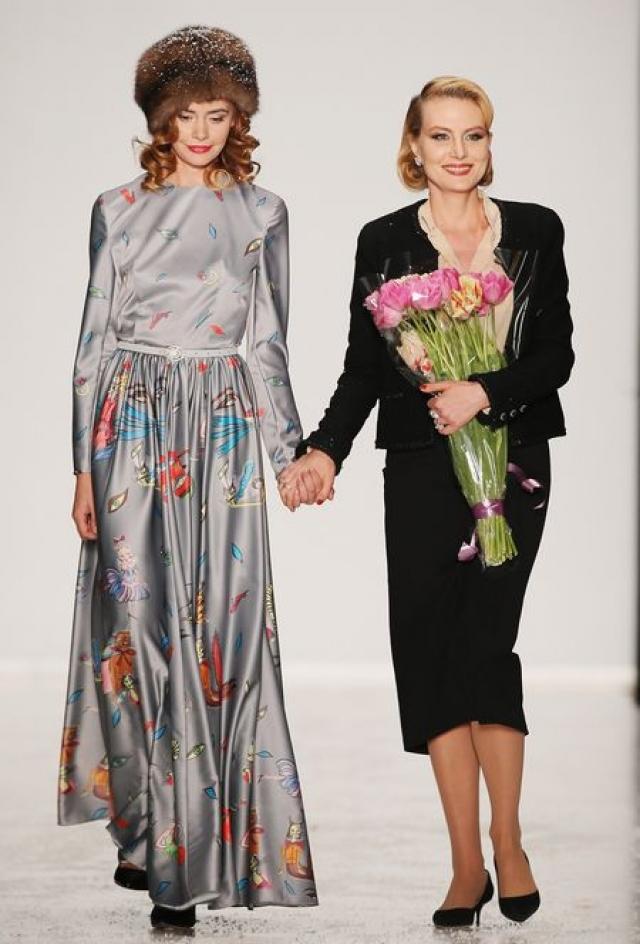 Рената Литвинова , как женщина стильная, совместно с фирмой Zarina выпускает одежду по собственному дизайну.