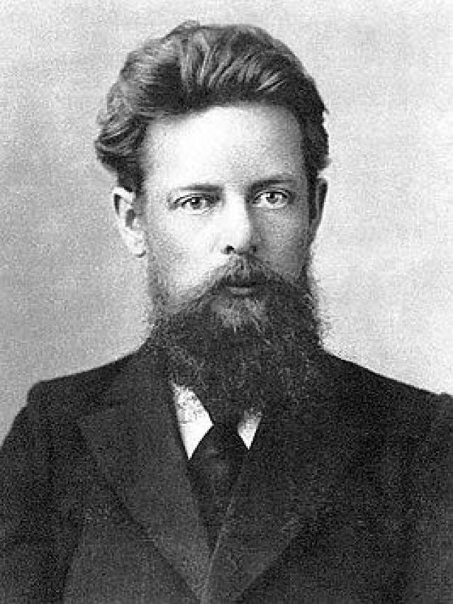 Русский писатель и фольклорист родился в простой рабочей семье, что не помешало ему закончить семинарию и стать преподавателем русского языка.