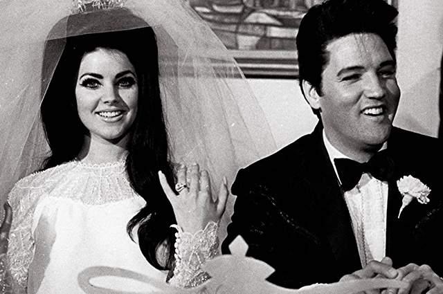 Это случилось 13 сентября 1959 года. Присцилла вместе со знакомыми поехала в особняк, где жил Элвис. Пресли же сперва не понял, что прекрасной леди всего 14 лет. Полгода они просто общались, но зато регулярно. А когда служба закончилась, они ежедневно разговаривали по телефону. Когда девушке было 17, король рок-н-ролла забрал любимую к себе в Мемфис. Но это уже другая история - не об армии...