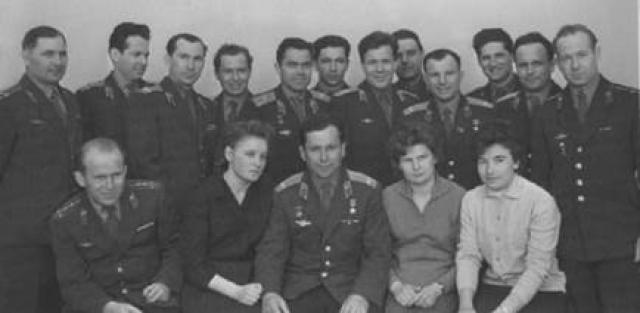 Официально известно, что отряд женщин-космонавтов начали формировать лишь в 1962 году.