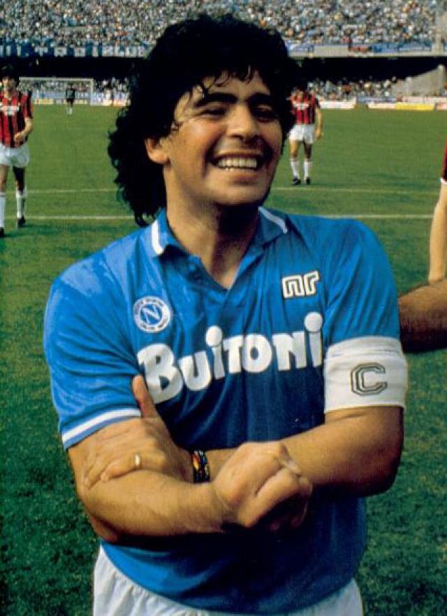 Диего Марадона. Настоящая легенда футбола, неоднократно избранный лучшим игроком за всю историю.