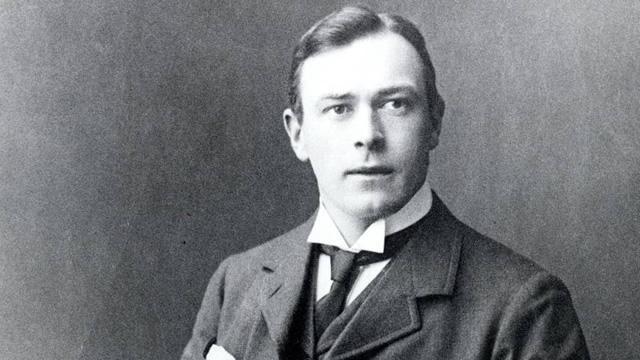 """Томас Эндрюс: затонул вместе с """"Титаником"""". Был главным проектировщиком судна и настаивал на том, чтобы на судне было хотя бы 46 спасательных лодок. Однако лишь 20 находились на корабле, несмотря на его советы."""