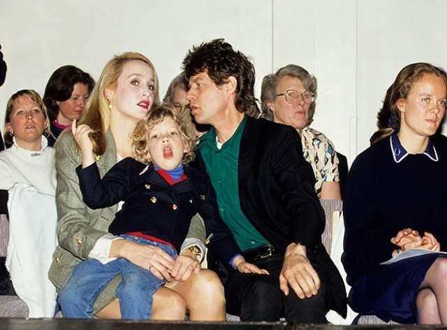 Мик Джаггер. В семейном французском особняке вокалиста The Rolling Stones и многодетного отца Мика Джаггера тоже живут призраки. Его дети – Элизабет, Джорджия их видели, а маленький Габриель даже разговаривает с ними.