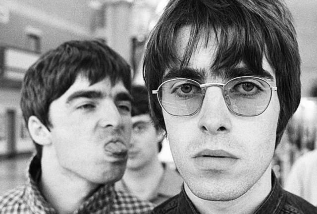 Oasis. Английские братья Ноэль и Лиам Галлахеры стояли у руля одной из самых популярных рок-групп в мире, имевшей просто бешеный успех.