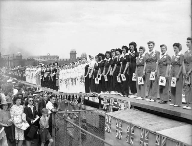 Конкурс красоты среди женщин, которые работали во время войны - 1942 год. Конкурс проходил в Канаде. Принять участие в нем могла любая женщина, которая работала в условиях войны.