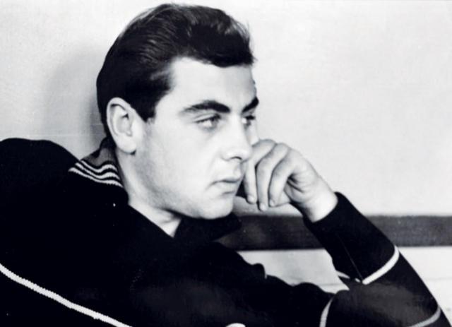Владимир Долинский. В начале 70-х актер вместе с Театром сатиры собирался на гастроли в Швецию, для чего Долинский обменял скромную сумму в доллары, которую позже обменял обратно с небольшим наваром.