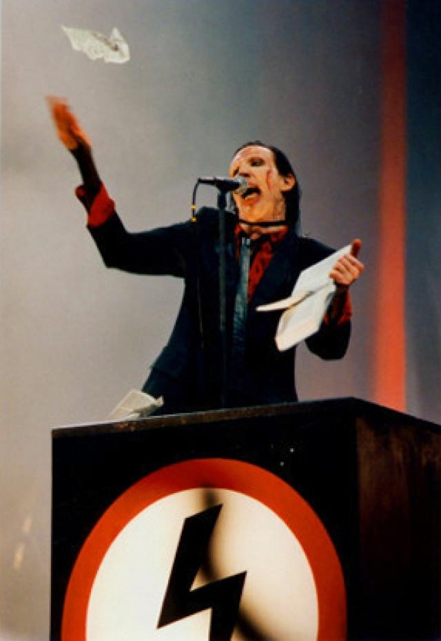 Музыкант легко отделался: администрации всего нескольких американских городов отказали ему в возможности дальнейших выступлений.