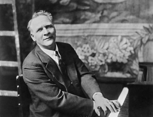До конца жизни он как мог был верен этому образу, хоть весной 1937 года у него и был обнаружен лейкоз. Через год, на 66-м году жизни, он скончался в Париже на руках жены.