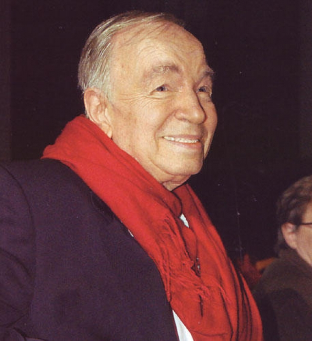 Позже поэт вернулся, жил и работал в подмосковном Переделкино.