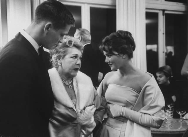 На этом фото Владимир Ивашов, легенда кино Мэри Пикфорд и Жанна Прохоренко.