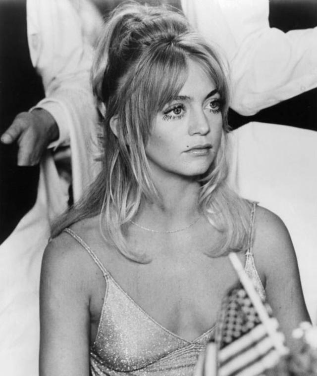 Голди Хоун. Блондинка с запоминающейся внешность некогда с легкостью покорила голливудские подмостки.