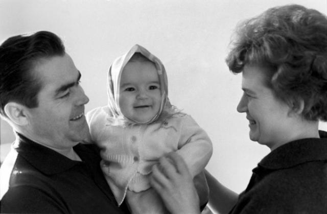 В 1964 году у Терешковой и Николаева родилась дочь Елена, которую действительно тщательно изучали врачи, но никаких отклонений и экстрасенсорных способностей не обнаружили.