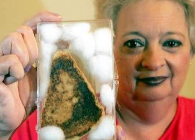 Жительница штата Флорида, приготовившая за десять лет до продажи, заверила, что с того момента на нем ни разу не появлялась плесень.