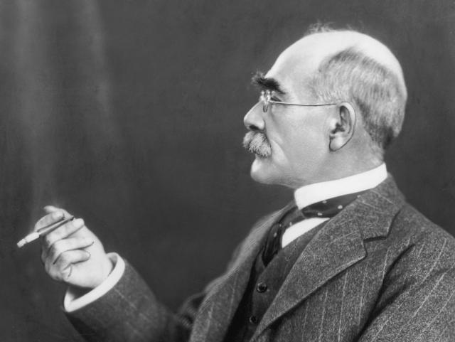 Киплинг продолжал писать до начала 1930-х годов, хотя и все менее успешно. С 1915 года писатель страдал от гастрита, который впоследствии оказался язвой. Умер Редьярд от прободения язвы 18 января 1936 года в Лондоне.