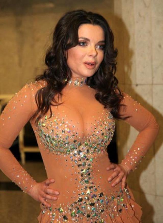 """Также Наташа обожает """"голые"""" платья ."""