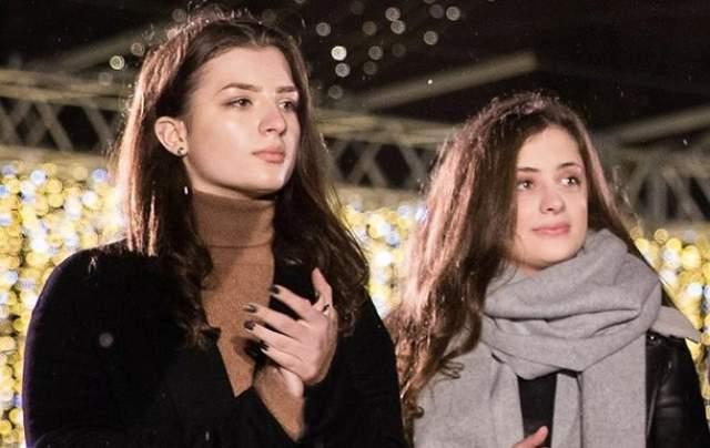 Дочки-двойняшки украинского президента, Александра и Евгения, закончили престижный британский Concord College, обучение в котором стоит 1,3 млн гривен в год.