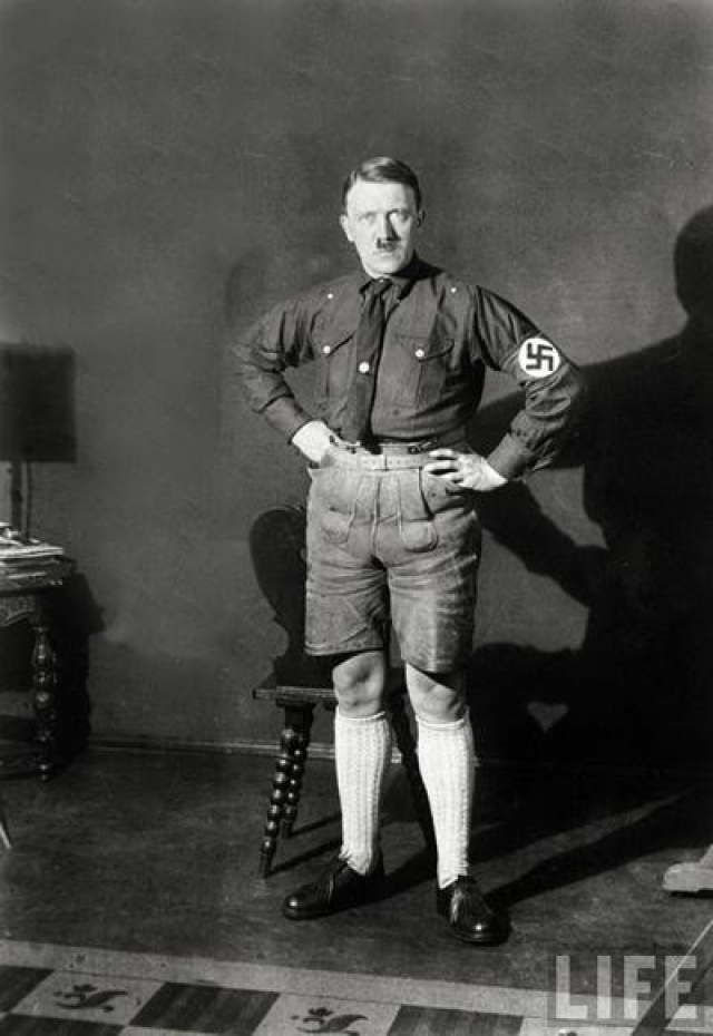 Адольф Гитлер. Фюррер, так яро порицавший кровосмешение, был сам плодом кровосмесительного брака своего отца и его жены, приходившейся ему одновременно дочерью двоюродной сестры.