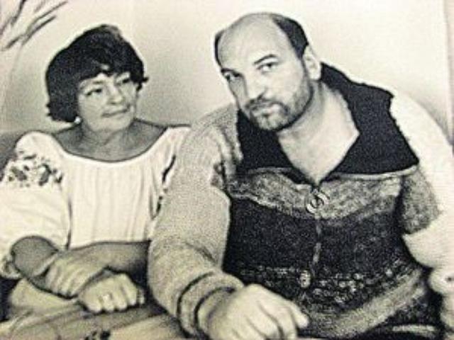 Вскоре семья перебралась в Ленинград, но часто мотаясь в Москву по театральным делам, актер завел роман на стороне с журналисткой Галиной Кожуховой, оставил жену и дочку и переехал к новой пассии в столицу.