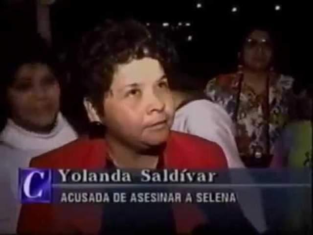 """Та решила отомстить. В номере отеля """"Корпус-Сити"""", где проходила встреча Йоланды и Селены, фанатка сделала выстрел в спину 23-летней звезды. Та не дожила до прибытия медиков. Сальвидар села пожизненно."""
