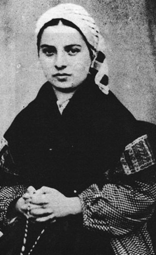 Бернадетта Субиру. Мария Бернарда была родом из чрезвычайно бедной семьи, не получила никакого образования, в 12 лет она начала работать служанкой.