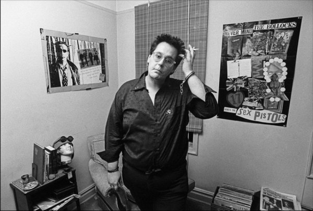 """Фил Стронгман в книге """"Pretty Vacant: A History of Punk"""" писал, что убийцей Нэнси был, скорее всего, Рокетс Редглер, наркодилер, вышибала, актер и позже эстрадный комик, который находился в ту ночь рядом с Нэнси и принес ей 40 капсул гидроморфона."""
