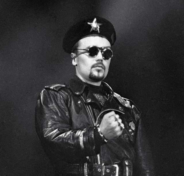 Богдан Титомир. Первый известный российский исполнитель в стиле хип-хоп эпатировал публику изобилием сексуальности и в песнях, и в собственном образе.