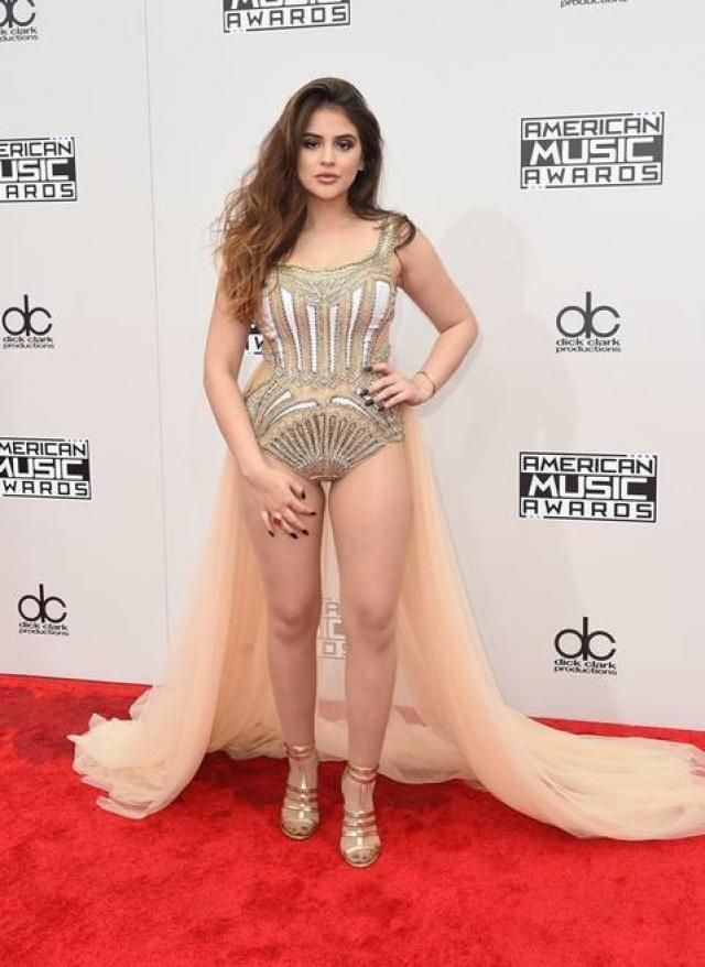 Лорен Джиральдо шокировала посетителей American Music Awards этим платьем-купальником.