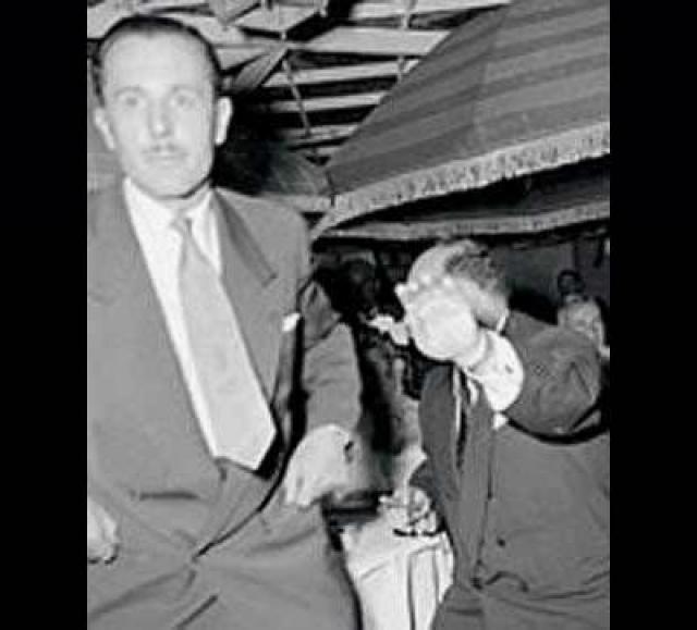 Фото египетского короля Фарука , который бросился итальянского фотографа Тацио Секкьяроли с кулаками, стоило изданиям $1,4 млн.