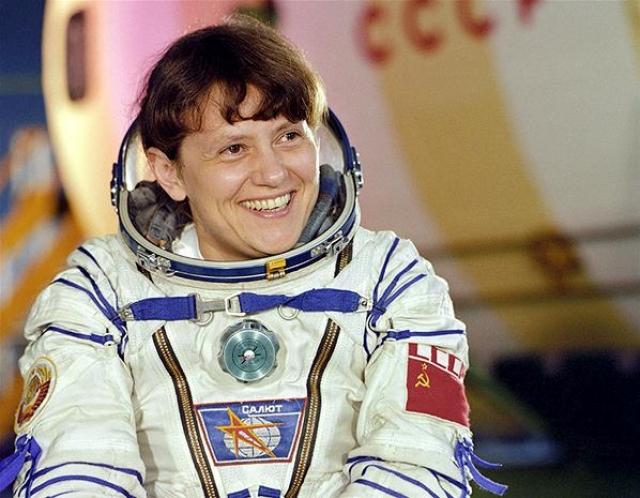 """В 1984-м году Светлана Савицкая первой из женщин вышла в открытый космос, проработав за пределами станции """"Салют-7"""" 3 часа 35 минут."""