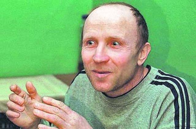 Преступную деятельность Оноприенко начал в 1989 году вместе с напарником Сергеем Рогозиным. Вместе они убивали пары и даже компании молодых людей, частенько врывались в дома, расстреливая целые семьи. Часто жертвами Оноприенко становились случайные прохожие.