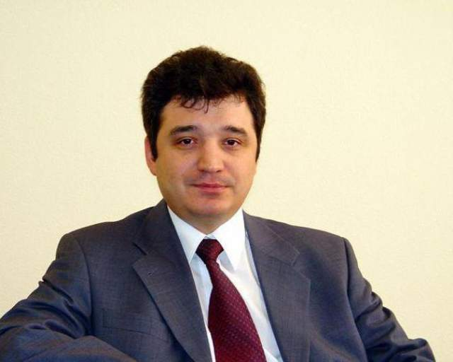 Максим изучал ценные бумаги, стал автором многочисленных статей по вопросам регулирования финансового рынка и развития его инфраструктуры и одним из основоположников регистраторской деятельности в России.