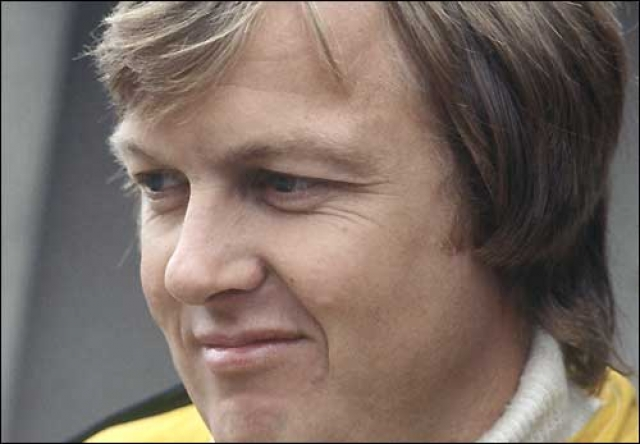 """Ронни Петерсон - шведский гонщик, получивший прозвище """"Супершвед"""". Он принимал участие в профессиональных гонках с 1970 по 1978 год и выиграл 10 заездов из 123 за свою карьеру."""