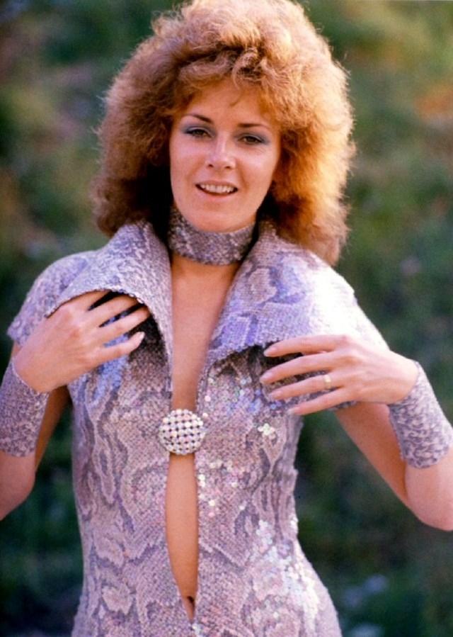 Анни-Фрид Лингстад выпустила свой сольный альбом еще до распада Abba. Ее песни заняли высокие места в хит-парадах, после чего записывала дуэты с разными исполнителями в разных жанрах и в целом выпустила пять сольных альбомов.