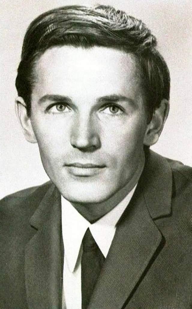 Станислав Любшин отказался от конкурса на роль Лукашина, когда Рязанов предложил актерскую дуэль: по очереди с другим актером сыграть один и тот же эпизод.