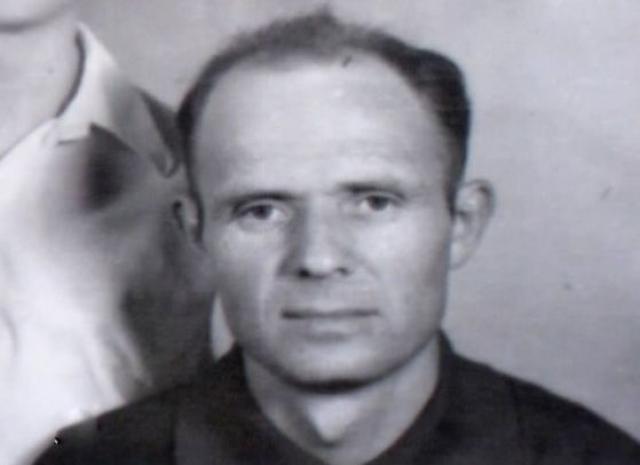 Тогда же маньяк попался на убийстве мужчины ради грабежа. По обвинению в девяти убийствах в 1975 году Уткин был расстрелян.
