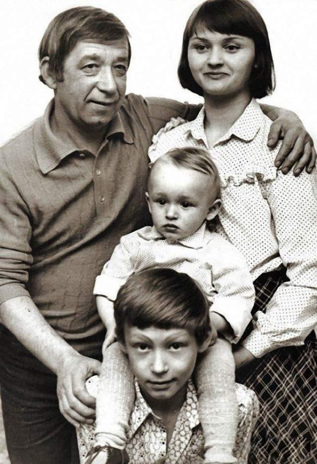 Борислав и Екатерина Брондуковы с сыновьями Костей и Богданом