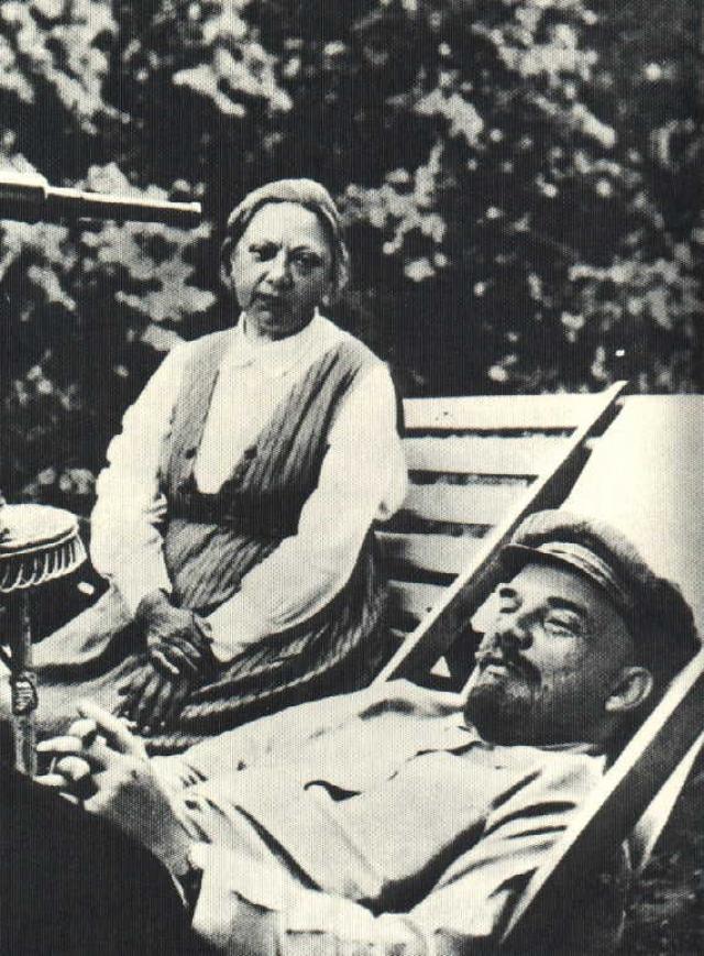После смерти супруга в январе 1924 года Надежда Константиновна посвятила себя работе над трудами по коммунистическому воспитанию и педагогике, а также по истории большевистской партии.
