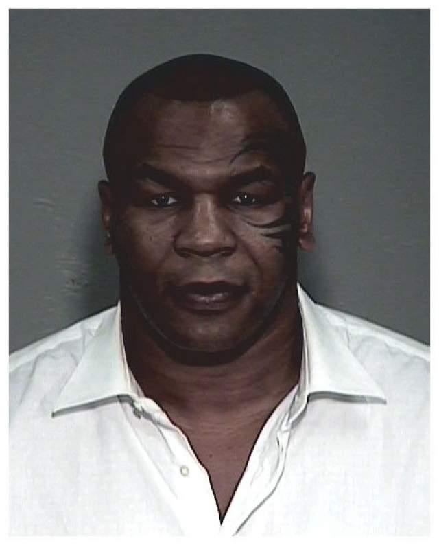 Полиция арестовала Майка, когда он уезжал из ночного клуба в Аризоне.