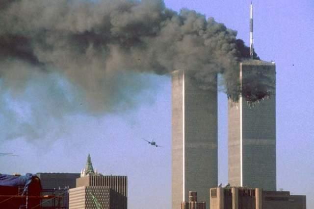 11 сентября он был на 88-м этаже северной башни. Он забыл, что ему нужно на прием к врачу, и жена позвонила с напоминанием об этом. Он вышел из здания, чем спас себе жизнь.