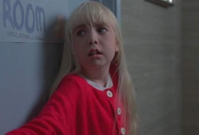 """""""Полтергейст"""", 1982. Режиссер Стивен Спилберг не думал, что чем-то прогневит духов, о которых шла речь в его фильме. По сюжету они пугали, мучили и похищали героиню в исполнении шестилетней Хезер О'Рурк. А в результате досталось всем."""
