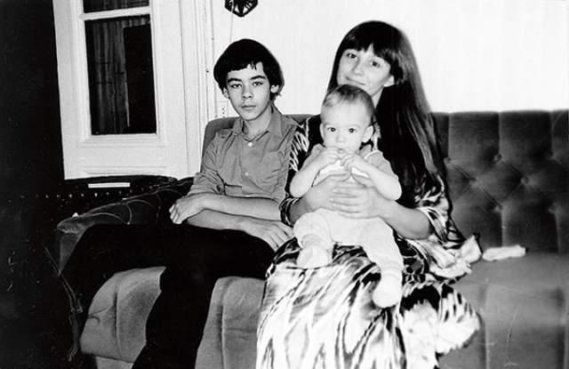 Наталья Варлей со старшим сыном Василием и младшим Александром.