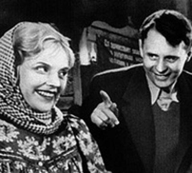 Марина Ладынина обязана и расцветом и закатом своей карьеры своему супругу, режиссеру Ивану Пырьеву , который в тяжелые сталинские времена обеспечил ее работой и сделал звездой..