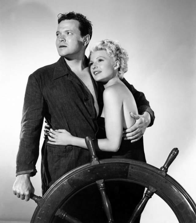 Орсон Уэллс. Американский кинорежиссер, актер и сценарист увидел на обложке журнала портрет модели и актрисы Риты Хейворт и решил, что она станет его супругой. Как ни странно, пара поженилась в 1943 году.